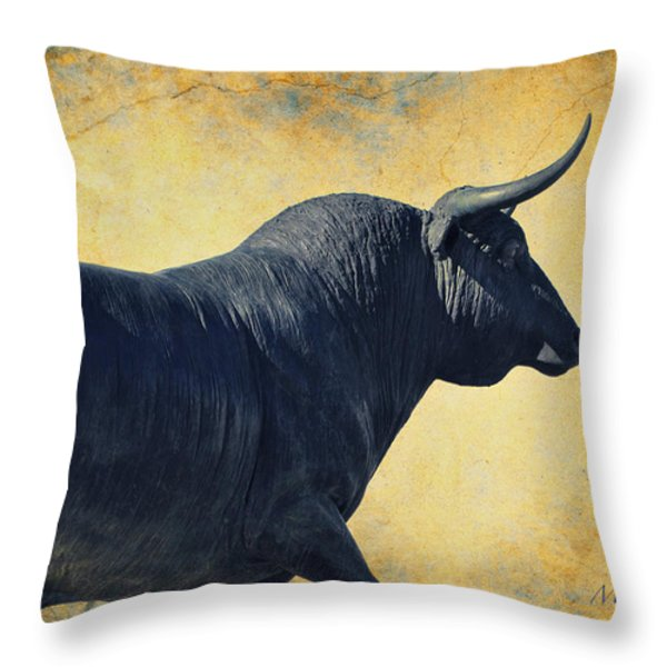 El Toro  Throw Pillow by Mary Machare