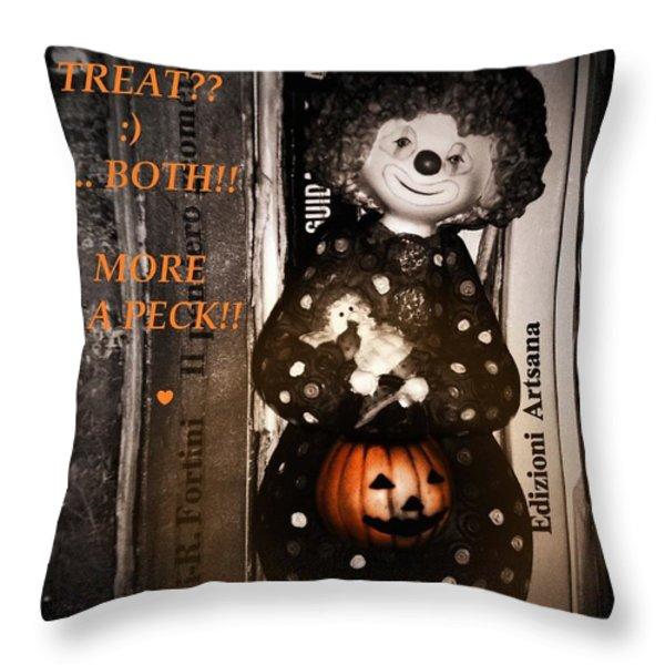 HALLOWEEN CARD Throw Pillow by Donatella Muggianu