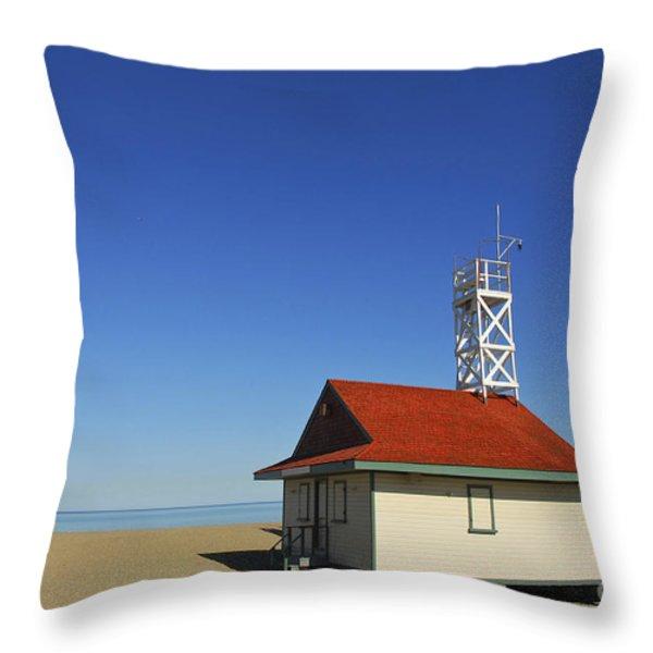 Leuty Lifeguard Station In Toronto Throw Pillow by Elena Elisseeva