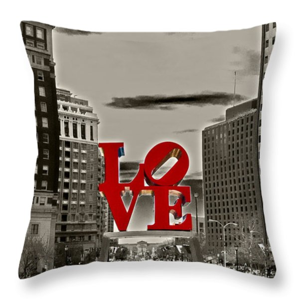 Love Sculpture - Philadelphia - Bw Throw Pillow by Lou Ford