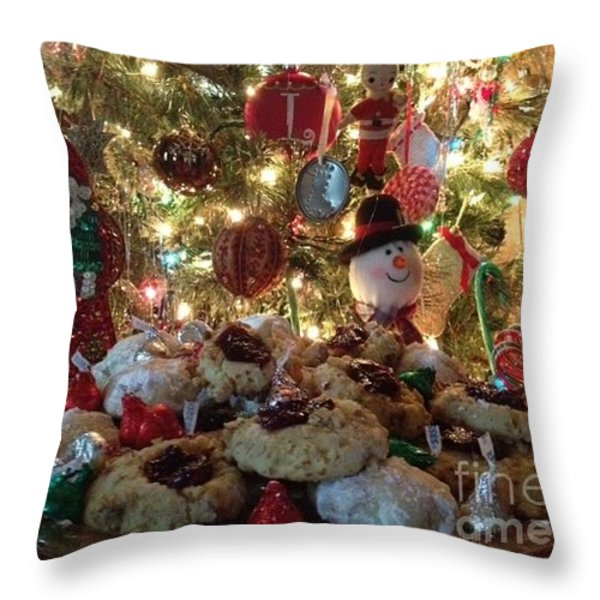 Merry Christmas Throw Pillow by Laurie D Lundquist