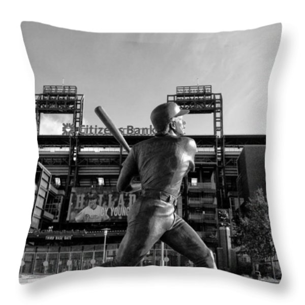 Mike Schmidt Statue In Black And White Throw Pillow by Bill Cannon