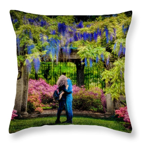New York Lovers In Springtime Throw Pillow by Chris Lord