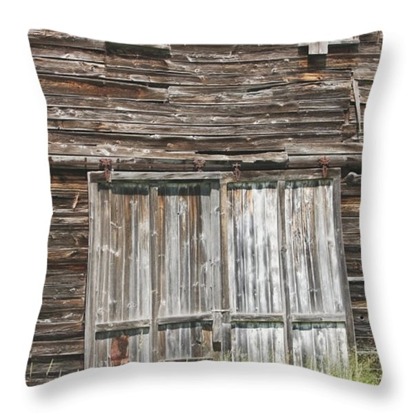 Old Barn In Maine Throw Pillow by Keith Webber Jr