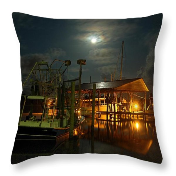 Super Moon at Nelsons Throw Pillow by Michael Thomas