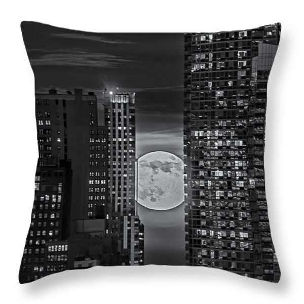Super Moon Rises Over The Big Apple Bw Throw Pillow by Susan Candelario