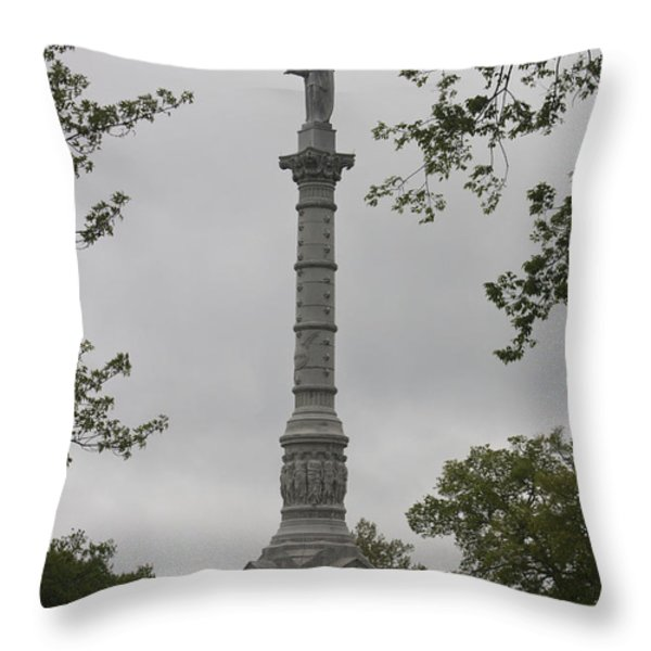 View of Monument at Yorktown Throw Pillow by Teresa Mucha
