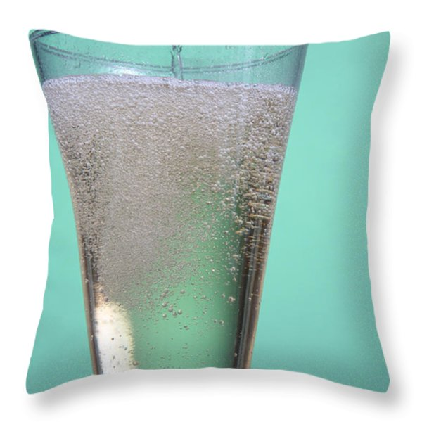 Carbonated Drink Throw Pillow by Photo Researchers, Inc.