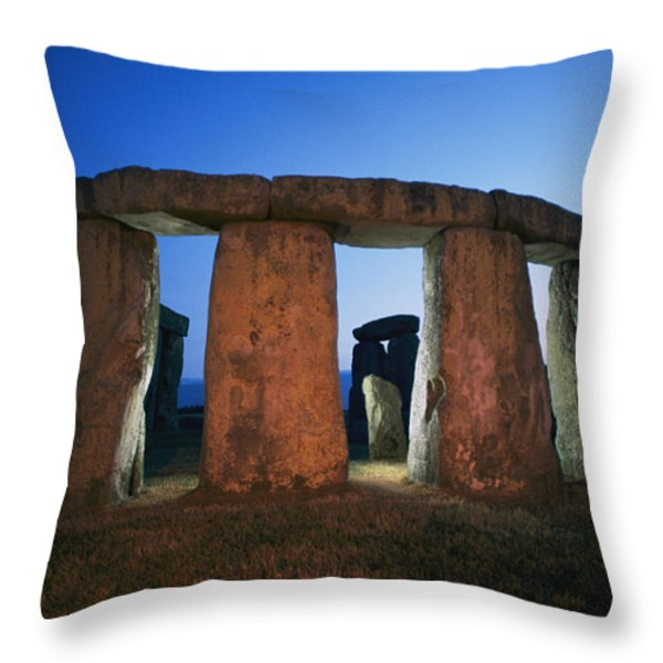 A View Of Stonehenge Silhouetted Throw Pillow by Richard Nowitz