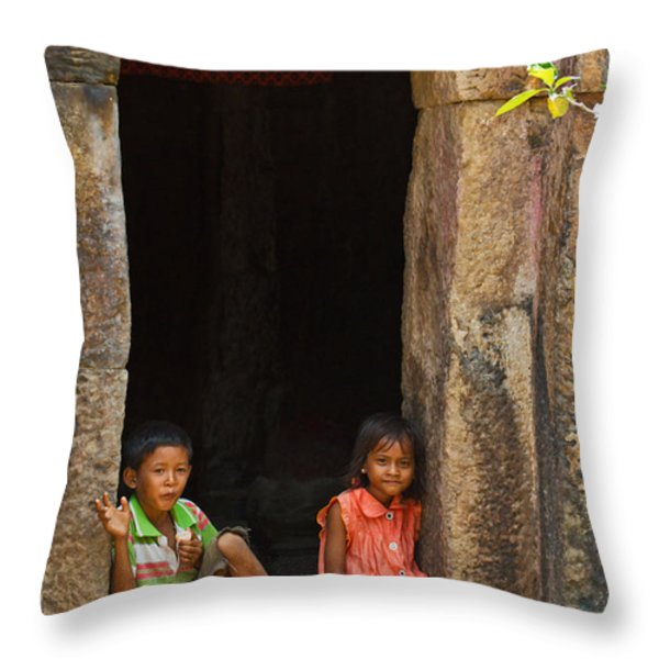 Children In The Doorway. Throw Pillow by David Freuthal