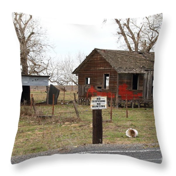 Dilapidated Old Farm House . No Trespassing . No Hunting . 7D10335 Throw Pillow by Wingsdomain Art and Photography