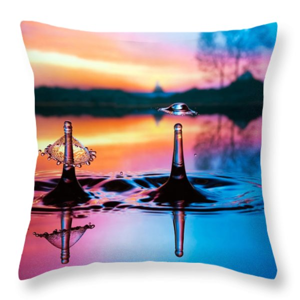 Double liquid art Throw Pillow by William Lee