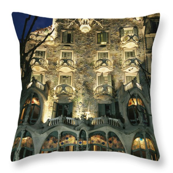 Exterior View Of An Antoni Gaudi Throw Pillow by Richard Nowitz