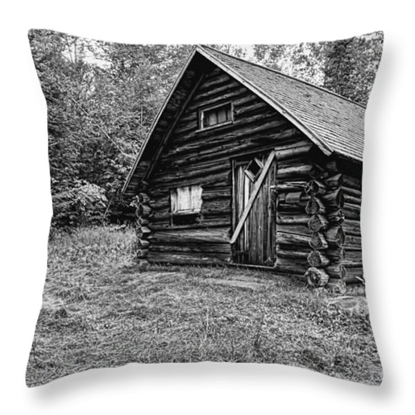Fabyan Guard Station - White Mountains New Hampshire Usa Throw Pillow by Erin Paul Donovan