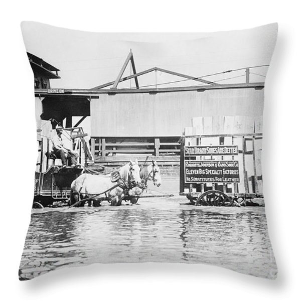 Flooding On The Mississippi River, 1909 Throw Pillow by Library of Congress