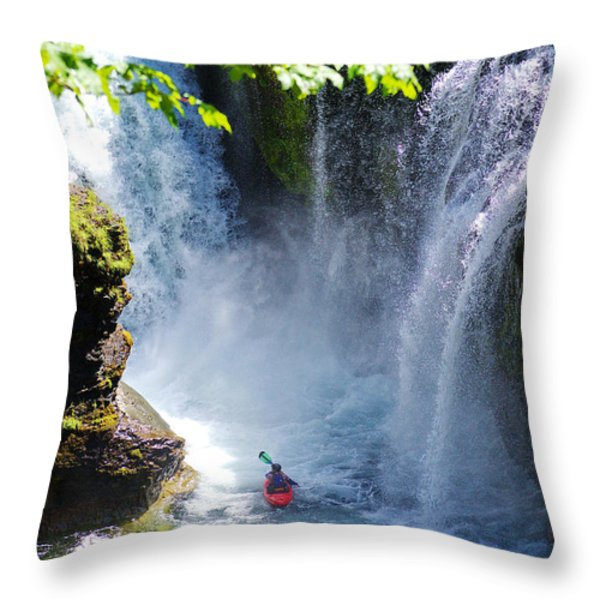 Going In   Throw Pillow by Ansel Price