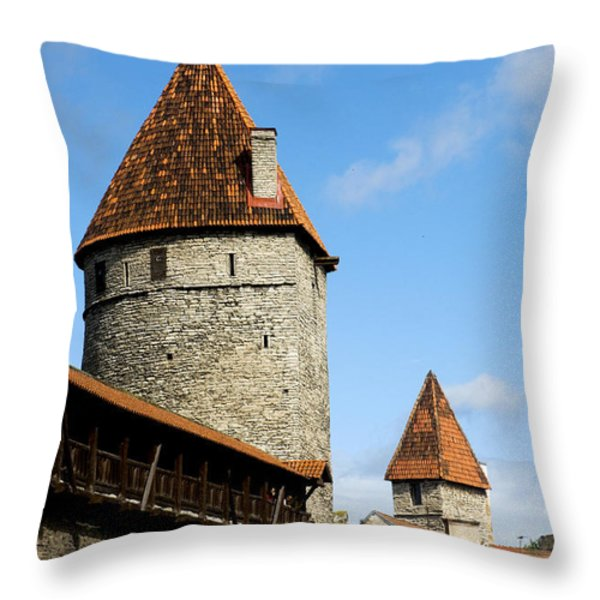 Kuldjalg and Nunnadetangune Throw Pillow by Fabrizio Troiani