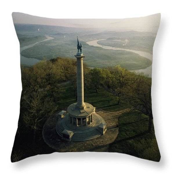 Memorial To The Battle Of Chattanooga Throw Pillow by Sam Abell