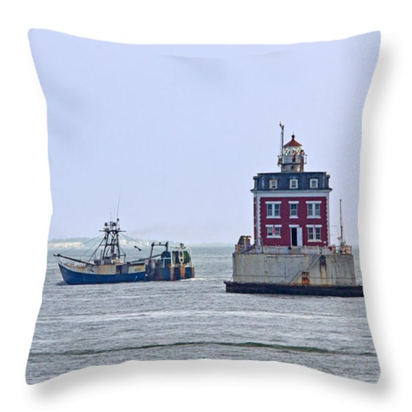 New London Ledge Lighthouse. Throw Pillow by David Freuthal
