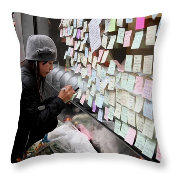 Rip Steve Jobs . October 5 2011 . San Francisco Apple Store Memorial 7dimg8572 Throw Pillow by Wingsdomain Art and Photography