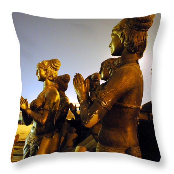 Sculpture Of Women Throw Pillow by Sumit Mehndiratta