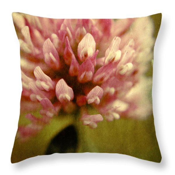 Trefle en Solo Throw Pillow by Variance Collections