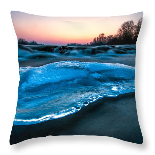 UFO Throw Pillow by Davorin Mance
