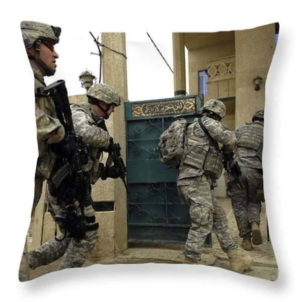 U.s. And Iraqi Army Soldiers Rushing Throw Pillow by Stocktrek Images