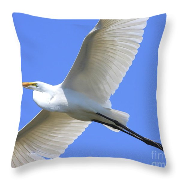 Great White Egret In Flight . 40D6850 Throw Pillow by Wingsdomain Art and Photography