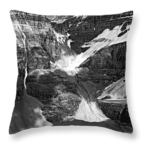 The Great Divide Bw Throw Pillow by Steve Harrington