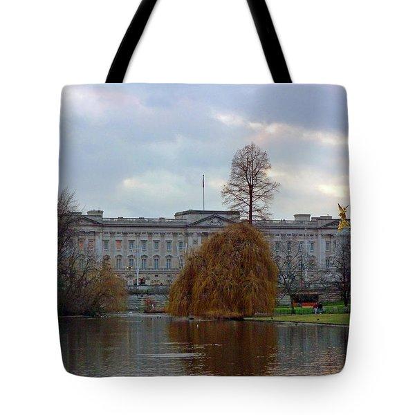 Buckingham Palace Tote Bag by Lynn Bolt