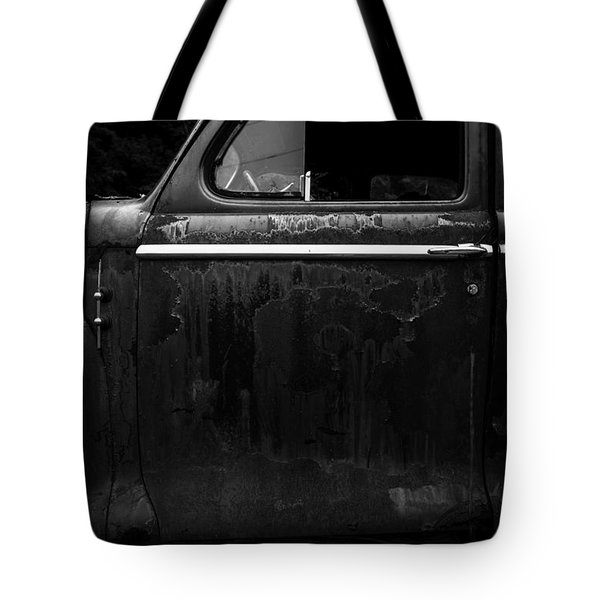 Old Junker Car Tote Bag by Edward Fielding