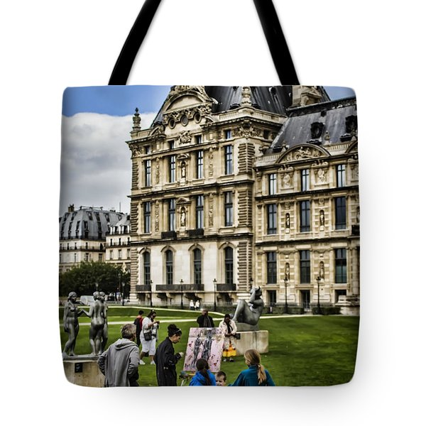 An Oil Painter In A Park In Paris Tote Bag by Sven Brogren