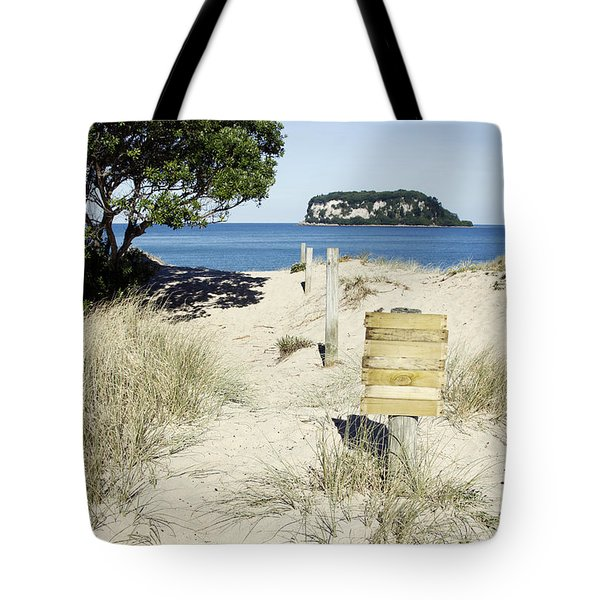 Beach Sign Tote Bag by Les Cunliffe