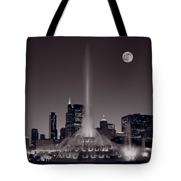 Buckingham Fountain Nightlight Chicago Bw Tote Bag by Steve Gadomski