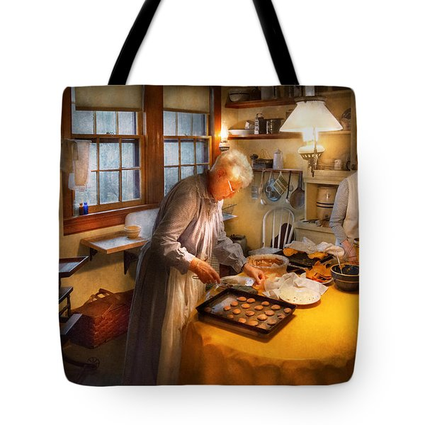 Chef - Kitchen - Coming Home For The Holidays Tote Bag by Mike Savad