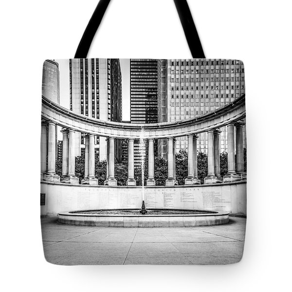 Chicago Millennium Monument In Black And White Tote Bag by Paul Velgos