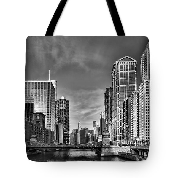 Chicago River In Black And White Tote Bag by Sebastian Musial