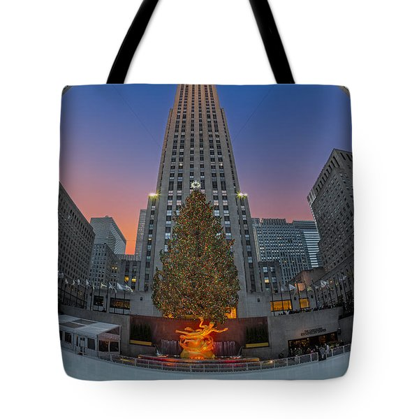 Christmas At Rockefeller Center In Nyc Tote Bag by Susan Candelario