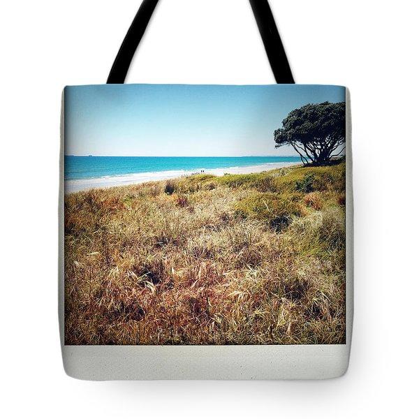 Coastline Tote Bag by Les Cunliffe