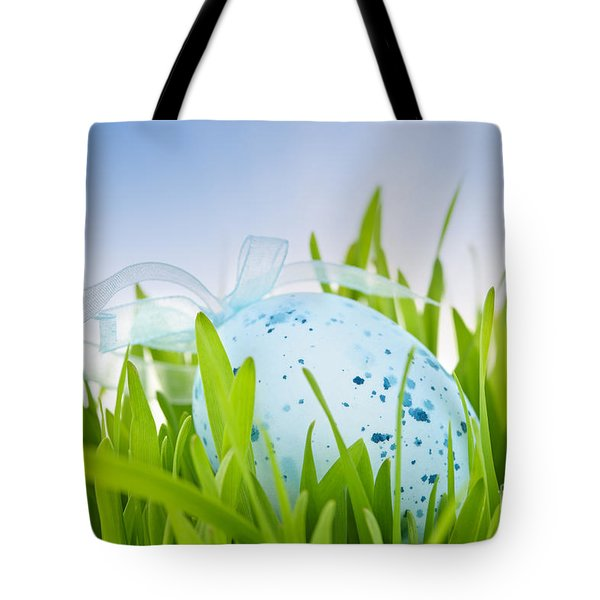 Easter Egg In Grass Tote Bag by Elena Elisseeva