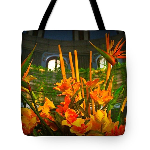 Floral Arragement In Lobby Of The Riu Cancun Hotel Tote Bag by John Malone