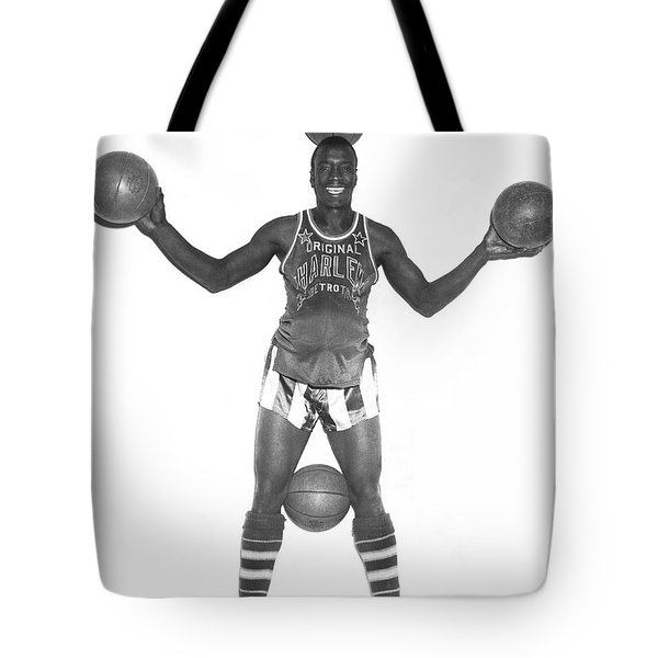 Harlem Globetrotters Player Tote Bag by Underwood Archives