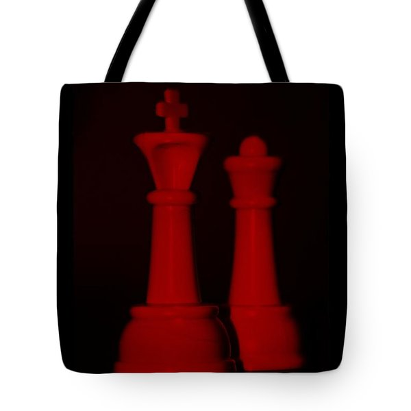 King And Queen In Red Tote Bag by Rob Hans