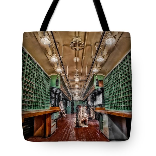 L And N Rr 1100 Tote Bag by Susan Candelario