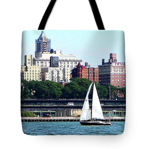 Manhattan - Sailboat Against Manhatten Skyline Tote Bag by Susan Savad
