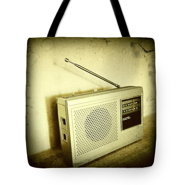 Old Radio Tote Bag by Les Cunliffe