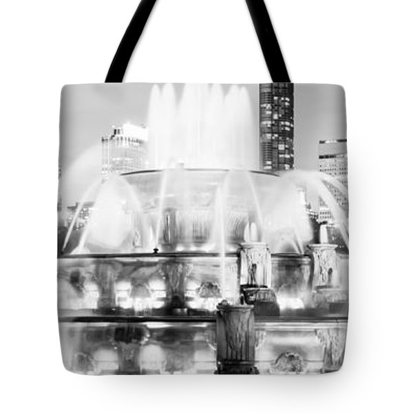 Panoramic Picture Of Chicago Buckingham Fountain  Tote Bag by Paul Velgos