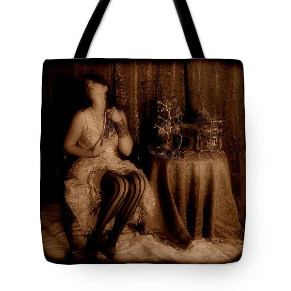 Queen Midas Tote Bag by Cindy Nunn