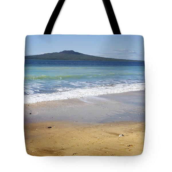 Rangitoto Tote Bag by Les Cunliffe